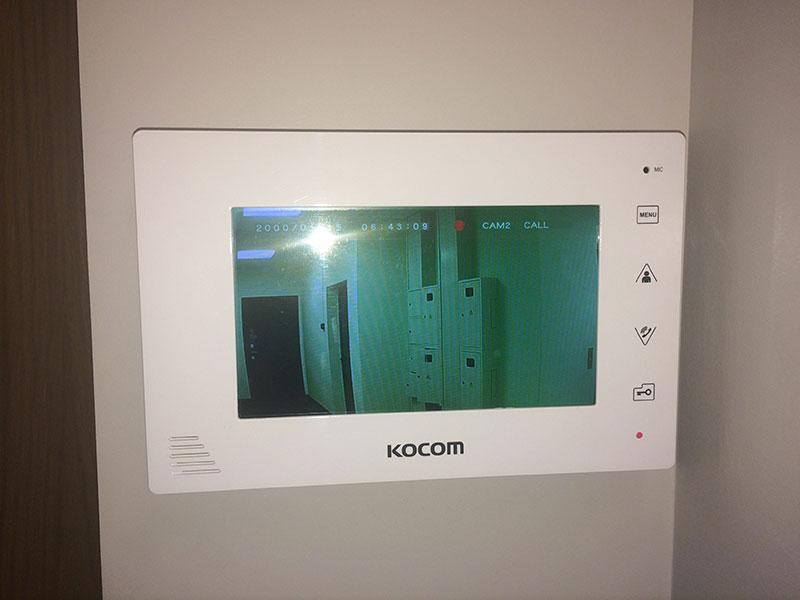 Смонтированный видеодомофон Kocom